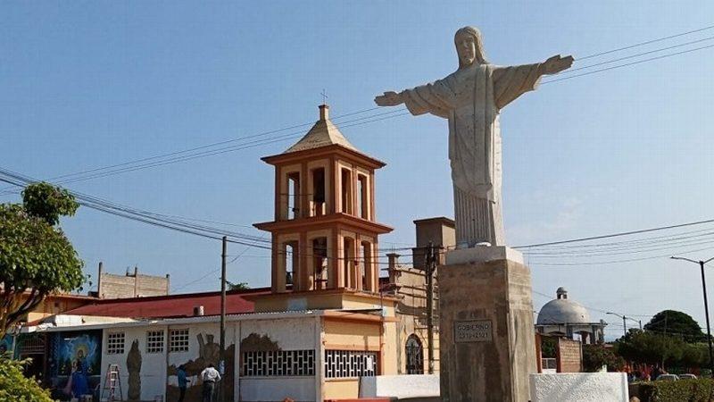 ALCALDE INSTALA MEGA IMAGEN DE CRISTO EN SOCONUSCO