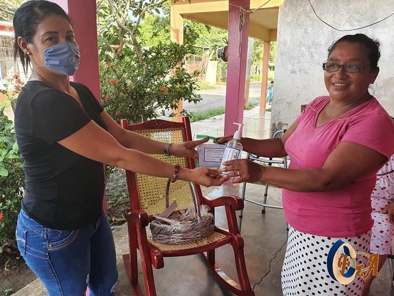 CELIA INICIA ENTREGA DE CUBREBOCAS Y GEL EN TODO EL MUNICIPIO DE IXMATLAHUACAN