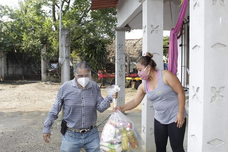 ADMIRABLE, ALCALDE SIGUE ENTREGANDO SEGUNDA RONDA DE DESPENSAS EN OTATITLÁN