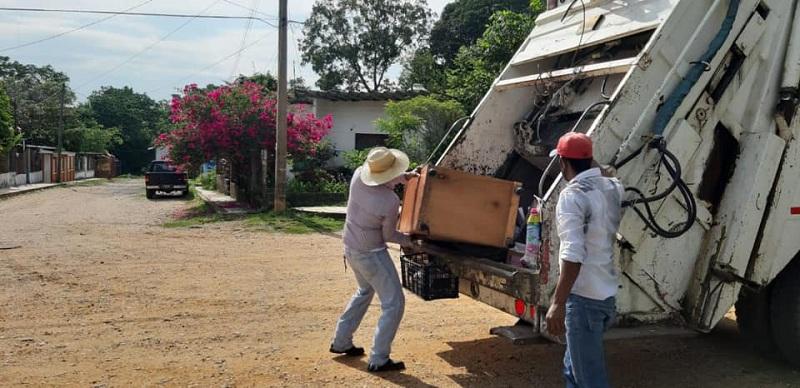 AYUNTAMIENTO LLEVA SERVICIO DE LIMPIA A CONGREGACIONES DE COSAMALOAPAN