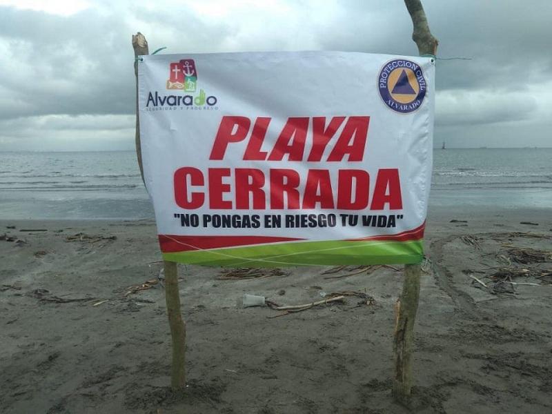 POR LLUVIAS Y NORTE, AYUNTAMIENTO CIERRA PLAYAS EN ALVARADO