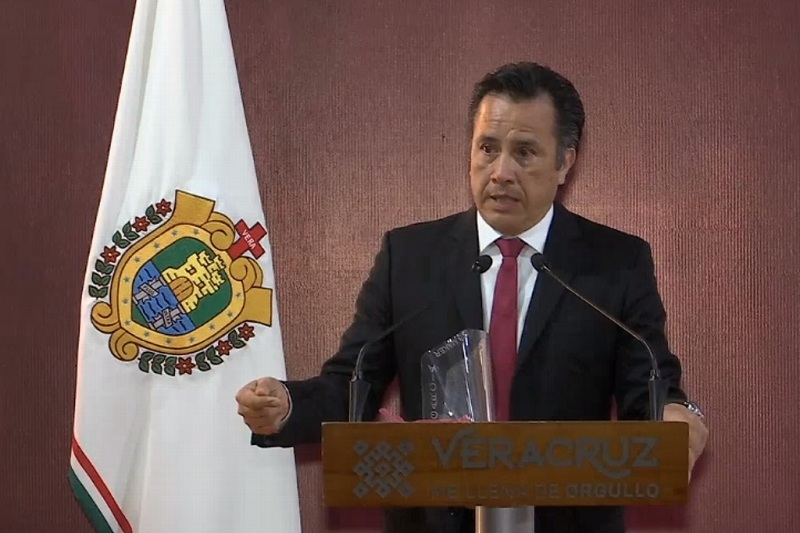 GOBERNADOR DE VERACRUZ ROMPE EN LLANTO EN CONMEMORACIÓN DEL DÍA DEL MÉDICO
