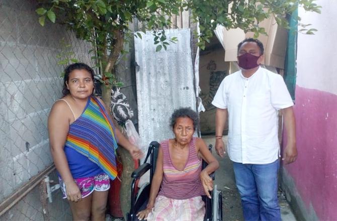 JORGE VILLEGAS SIGUE ENTREGANDO APOYOS EN COSAMALOAPAN, DESDE CASA MORENA