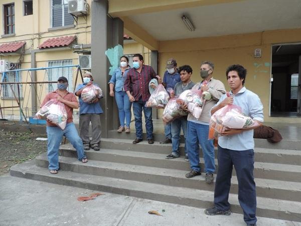 PACO ENTREGA DESPENSAS A TRABAJADORES DE LIMPIA PUBLICA DE CARLOS A. CARRILLO