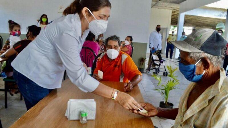 BOGAR Y MAYRA, TIENEN EN SERVICIO COMEDORES COMUNITARIOS EN ALVARADO