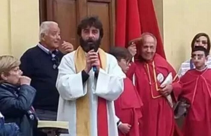 SACERDOTE CONFIESA EN PLENA MISA ESTAR ENAMORADO; DICE ADIÓS A LA IGLESIA