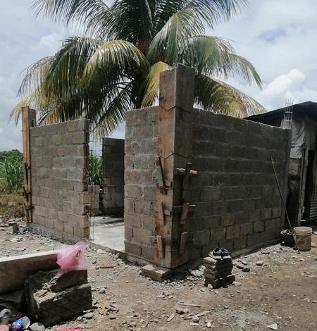 FELIPE CONSTRUYE CUARTOS DORMITORIOS EN ACULA