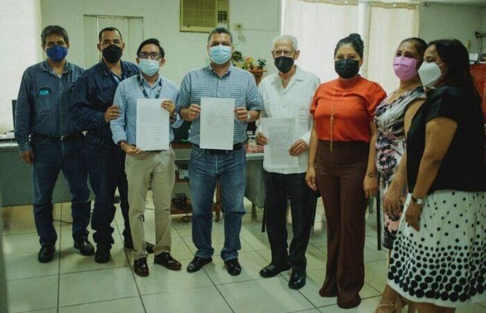 TRABAJADORES DE CFE FUNDAN COLONIA EN COSAMALOAPAN