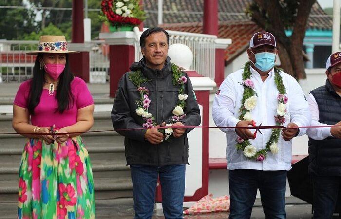 GOBERNADOR, ERIC Y MAYRA INAUGURAN PARQUE EN CHACALTIANGUIS
